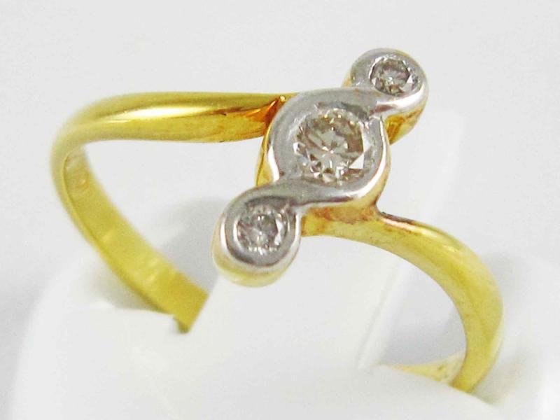 แหวนทองคำแท้ ประดับเพชรแท้ 3 เม็ด
